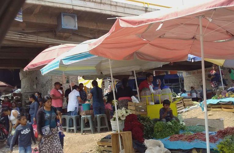 Comerciantes de Tlapa desobecen a la autoridad municipal