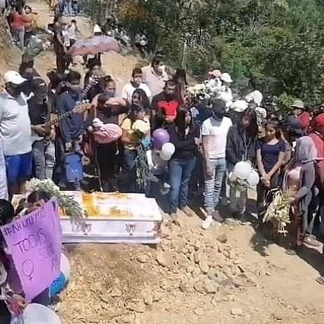 Llantos y exigencia de justicia en el sepelio de Ayelín, la niña de 13 años que apareció mutilada.