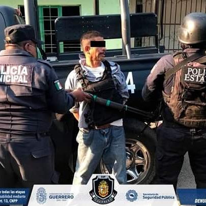 CAPTURA LA POLICÍA ESTATAL A SUJETO CON PRESUNTA DROGA, ARMA Y CHALECO TÁCTICO EN ACAPULCO