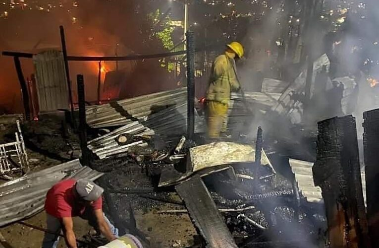 Causan fuegos pirotécnicos incendios en Zihuatanejo, Taxco y Acapulco
