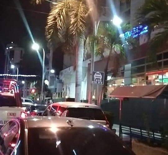 Turista se arroja del sexto piso de hotel en Acapulco.
