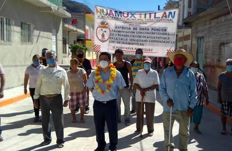 Inaugura obra de rehabilitación de agua y pavimentación el edil de Huamuxtitlán Elpidio Nava.