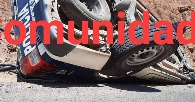 Aparatosa volcadura de una patrulla de la policía de Tlapa: 4 heridos