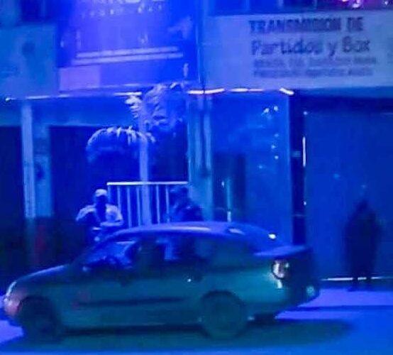 Asesinan a cuchilladas en una cantina de mala muerte a una mujer en Tlapa.
