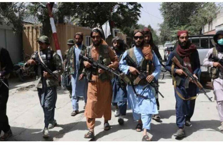 Los talibanes comienzan a matar a las personas que tengan la Biblia en sus teléfonos.