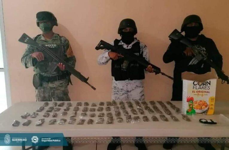 Asegura la Policía Estatal, SEDENA y GN presunta droga en el municipio de Acapulco.