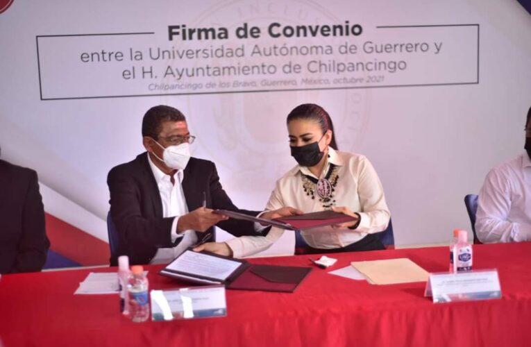 Presidenta Norma Otilia Hernández y rector Alfredo Romero Olea firman convenio para que estudiantes de la UAGro realicen su servicio social en el Ayuntamiento