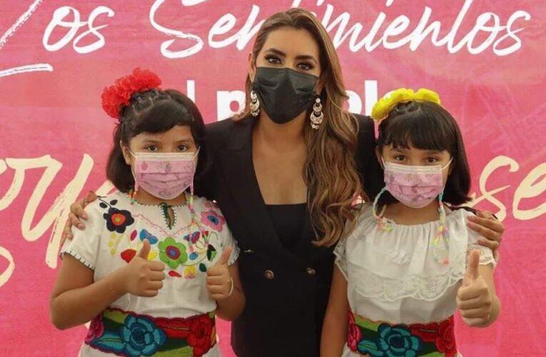 """Recibe Evelyn Salgado Pineda """"Los Sentimientos del Pueblo Guerrerense"""""""