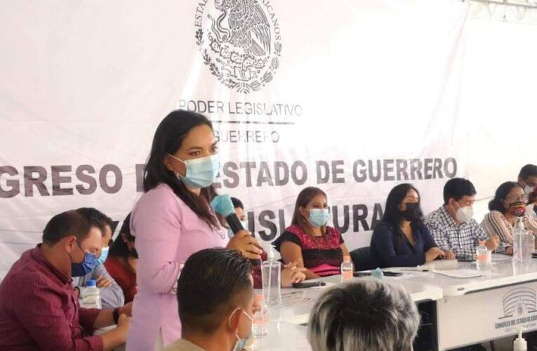"""""""Los usos y costumbres de ninguna comunidad pueden estar por encima de los derechos de las niñas y los niños"""": Beatriz Mojica."""