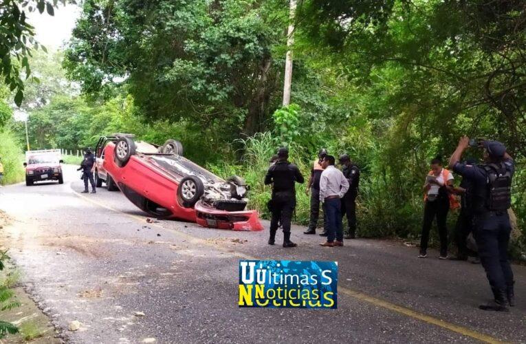 En estado de ebriedad se accidenta el juez calificador de San Luis Acatlán.